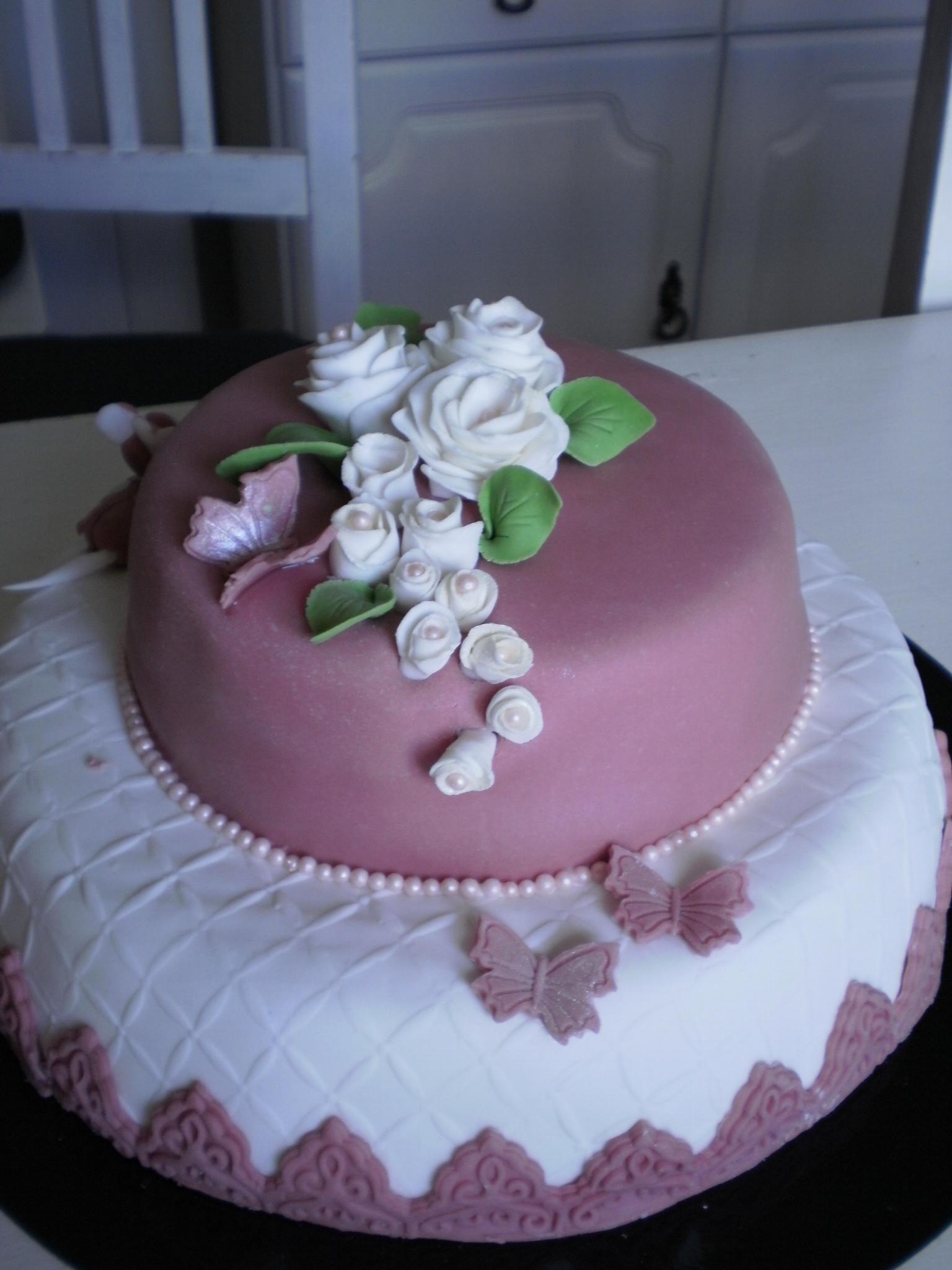 sockerpasta på tårta