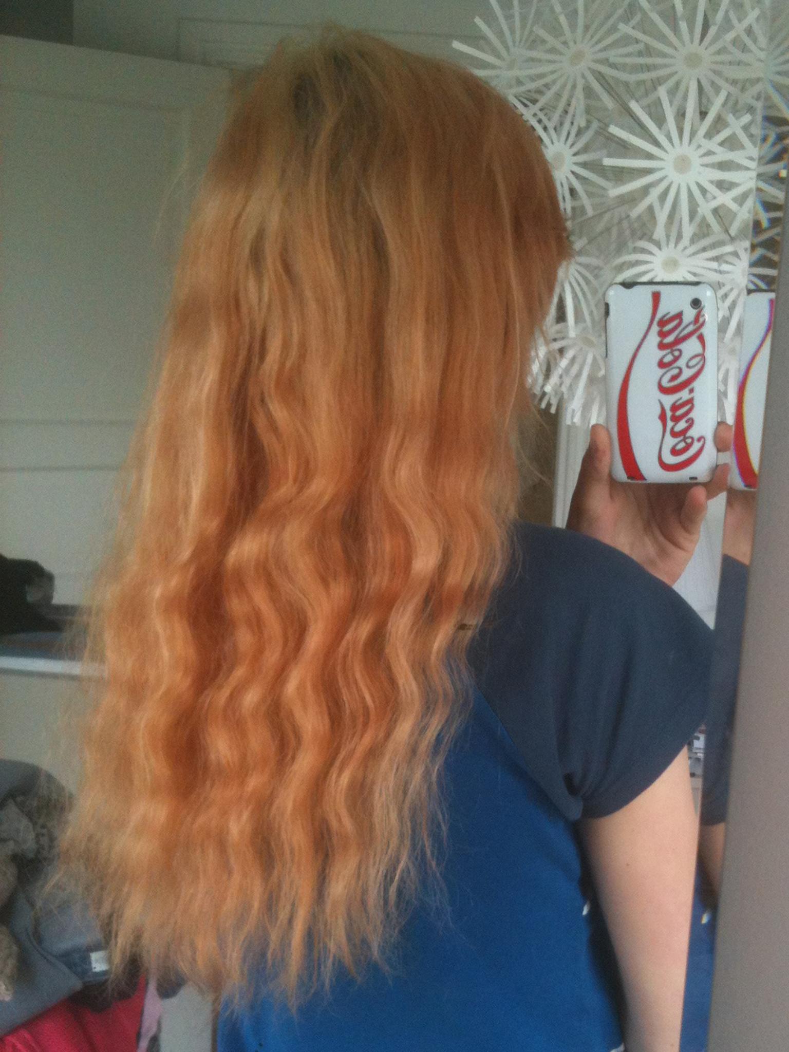 Ljus toning på blekt hår