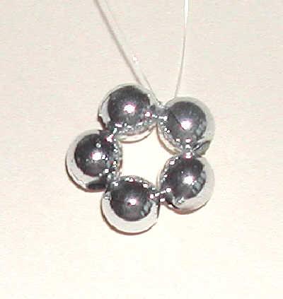 Fem pärlor i ring